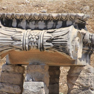 Close-up of the capital of a Doric column
