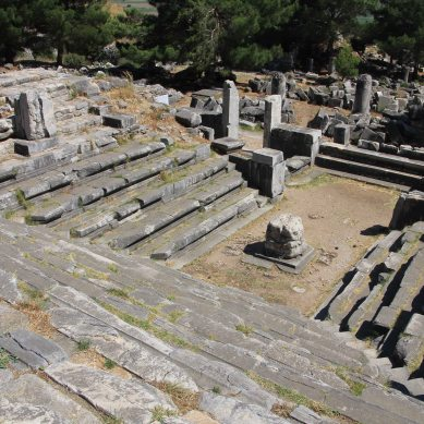 This was where the local council had their meetings. Priene was an administrative centre.