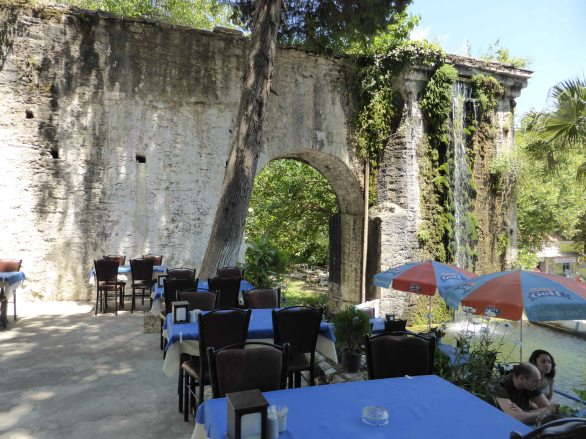 It's not every day you eat next to a ruined Byzantine arch :)