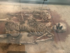 A woman around 40 years old and a 3-year-old child. Red ochre had been sprinkled over the skeletons in the grave, and the dead had been given amulet beads from red and roe deer, wild boar, elk, bear and aurochs. They were buried around 5000 BCE