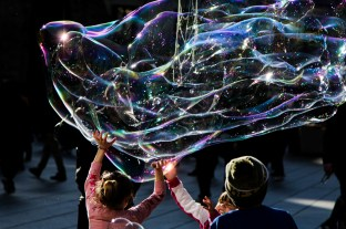 There was a street artist blowing huge bubbles in front of the cathedral, entertaining children of all ages.
