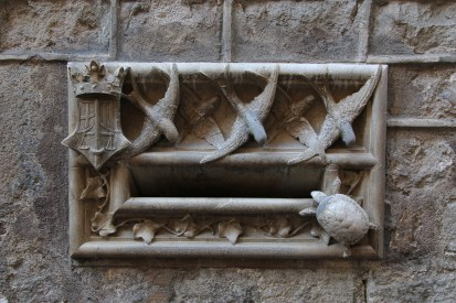 Barri Gòtic - an unusual letterbox!