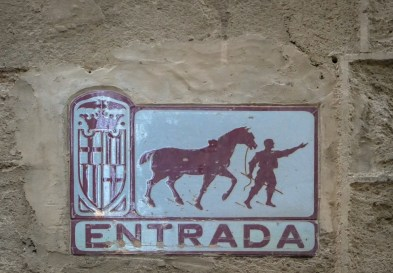Signs marked Entrada (entrance) and Salida (exit) mark the one-way traffic in these tight old lanes