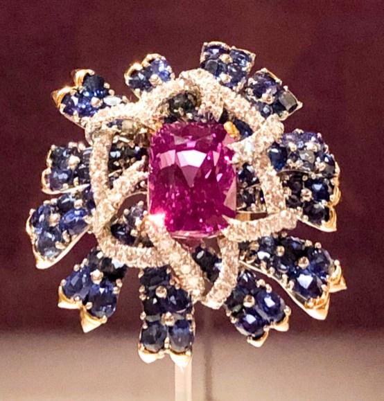 Cornflower brooch, c. 1957. Sapphires, diamonds, 18-karat gold, and platinum.