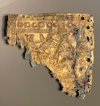 Gold plaque fragment with scene of winged heroes and sphinxes. Babylonia, southern Mesopotamia, 7th to early 6th century BCE