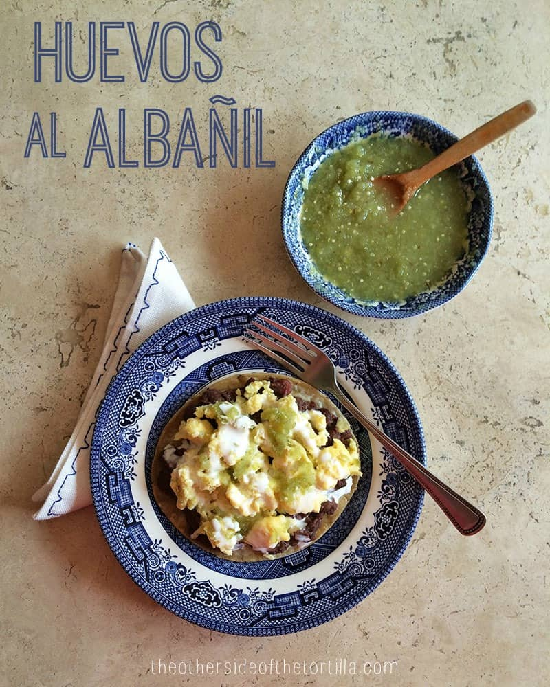 How to make huevos al albañil (Mexican bricklayer's eggs). Recipe via theothersideofthetortilla.com.