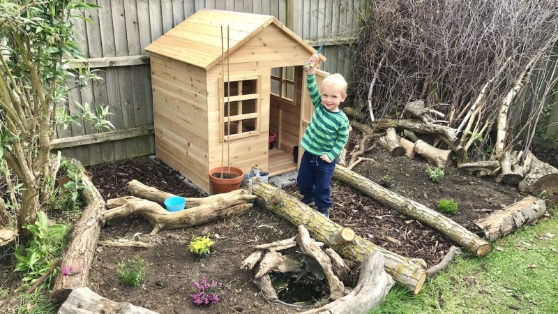 How to build an outdoor toddler playhouse