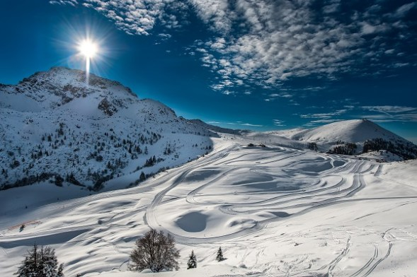 An amazing view of ski slopes