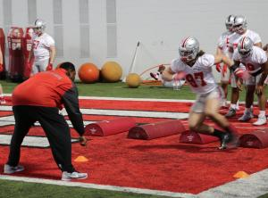 Look how still Nick Bosa's head is while the rest of him is a blur