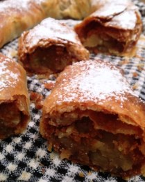 https://thepaddingtonfoodie.com/2013/04/08/handing-down-the-baton-through-the-generations-apple-strudel-our-family-recipe/