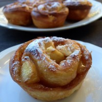 https://thepaddingtonfoodie.com/2013/10/24/old-fashioned-baking-inspired-by-a-taste-of-wintergreen-apple-caramel-and-cinnamon-scrolls/