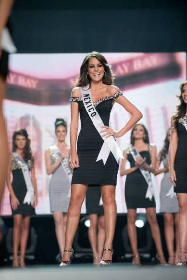 Miss Venezuela (at the back) is cheering while Ximena Navarette was named as one of the 15 Finalists.