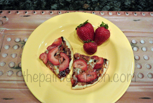 strawberry bacon pizza 3 thepaintedapron.com
