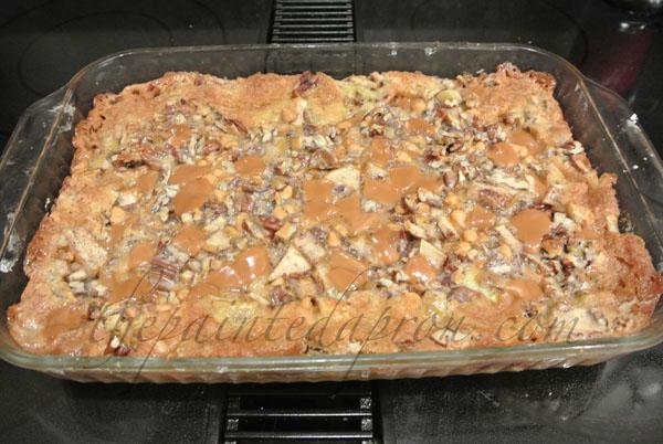 pecan pie cake thepaintedapron.com