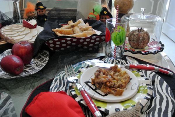 snow white apple table thepaintedapron.com
