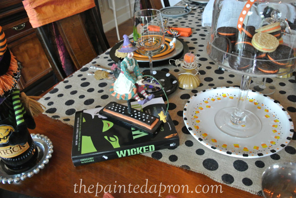 Feelin witchy table 3 thepaintedapron.com