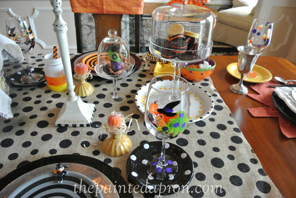 Feelin witchy table thepaintedapron.com
