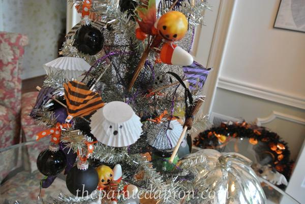 Halloween centerpiece 2 thepaintedapron.com