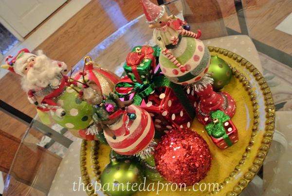 Christmas centerpiece thepaintedapron.com