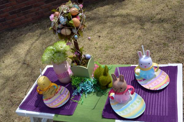 Easter egg table thepaintedapron.com