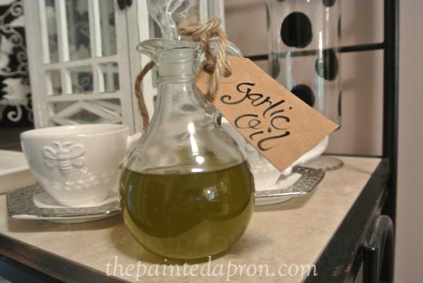 garlic oil thepaintedapron.com