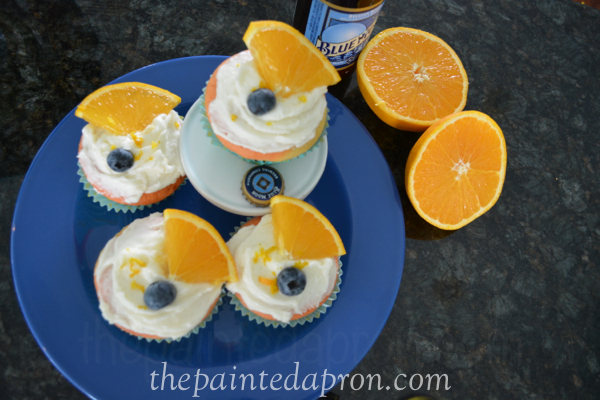 blue moon cupcakes thepaintedapron.com