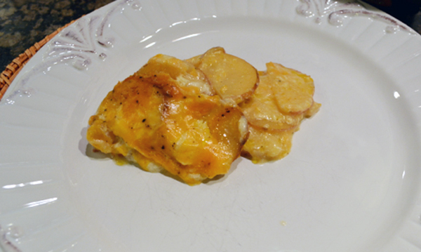 cheesy scalloped potatoes thepaintedapron.com