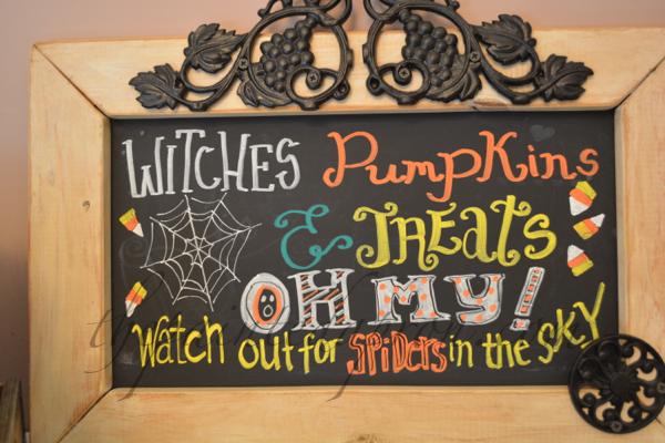 Halloween chalkboard thepaintedapron.com