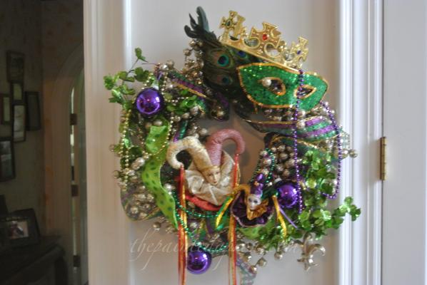 Mardi Gras wreath thepaintedapron.com