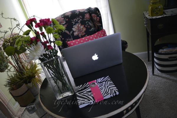 lady's desk thepaintedapron.com