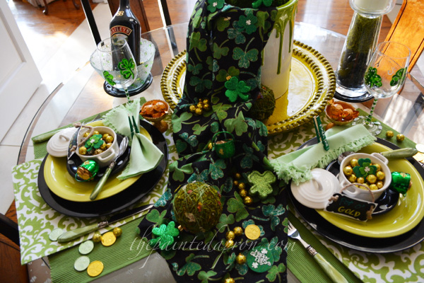 shamrocks and gold table thepaintedapron.com