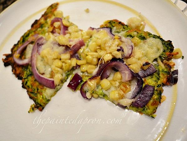 veggie pizza with zucchini crust thepaintedapron.com