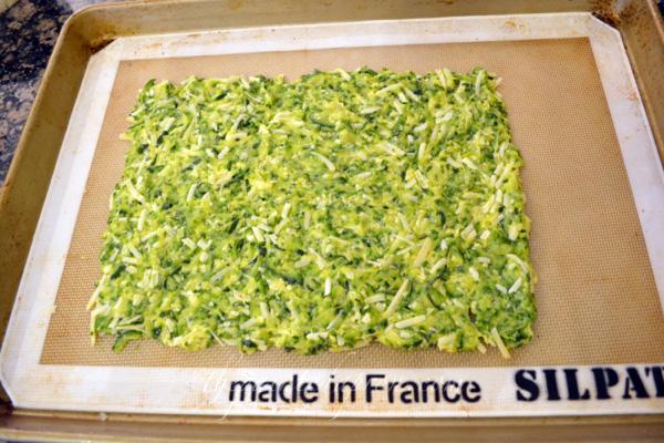 zucchini pizza crust 1 thepaintedapron.com