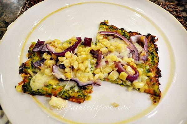 zucchini crusted pizza thepaintedapron.com