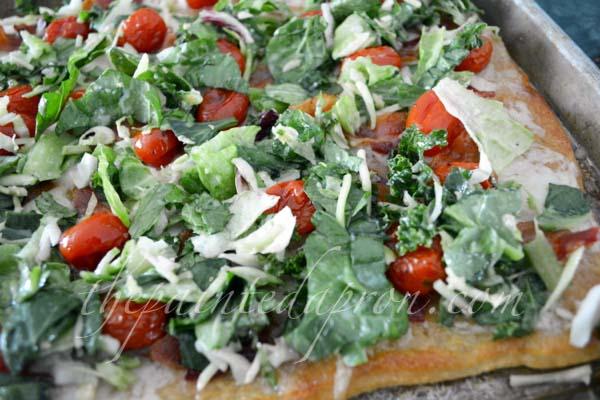 BLT pizza thepaintedapron.com