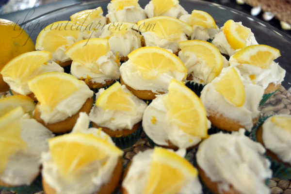 sweet tea lemonade cupcakes thepaintedapron.com