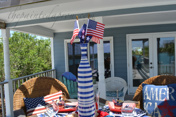 red white and blue centerpiece thepaintedapron.com