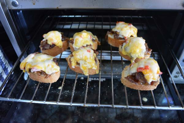 toasted bacon jam pimento cheese bites thepaintedapron.com