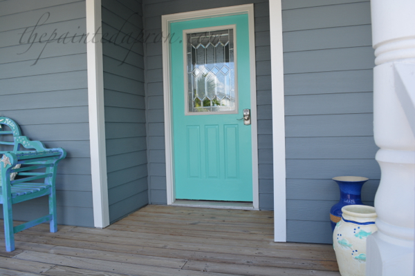 beach door and bench thepaintedapron.com