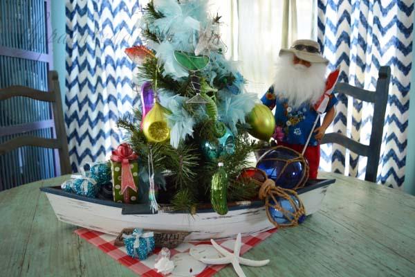 holiday-tree-boat