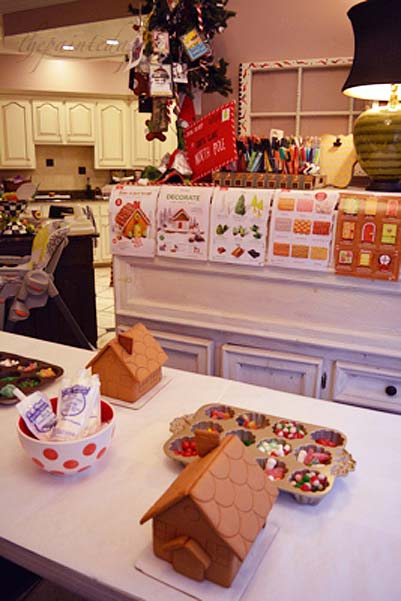 gingerbread-house-table-1