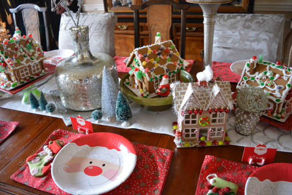 santa-plates-and-gingerbread-houses