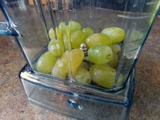 Grapes-in-the-blender