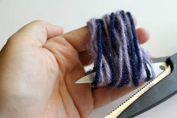 Tassel-cutting-yarn