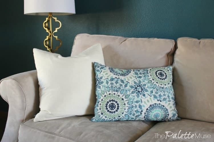 placemat-pillows-couch
