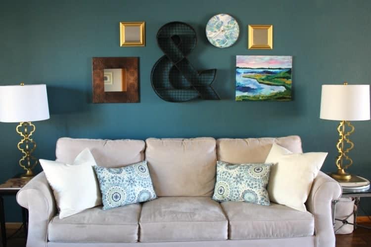 placemat-pillows-sofa