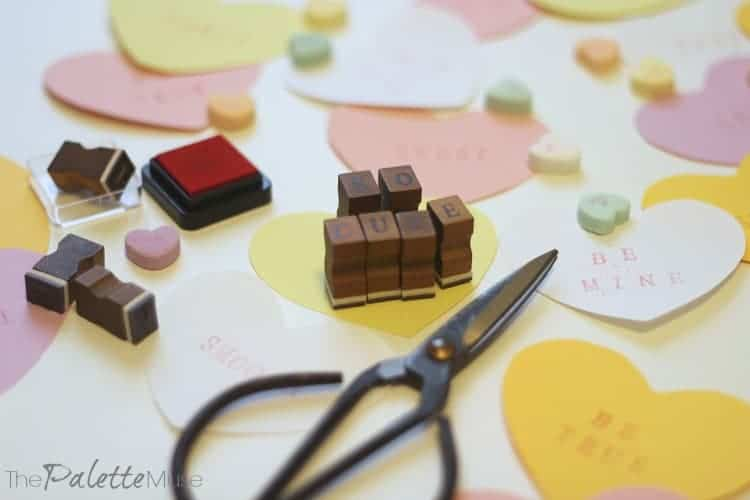 These paper conversation hearts are so cute! Get crafty for Valentines Day! #valentinesday #easycraft #paperheart