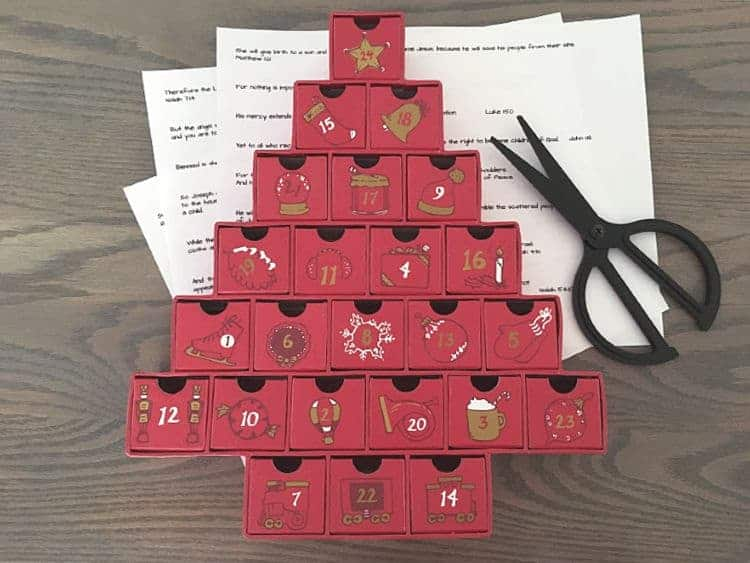 Advent calendar with printable Bible verses that tell the story of Christmas over the 24 days of the advent season.