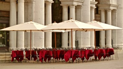 Open-air cafe - Piazza dei Signori - Vicenza, IT | ©Tom Palladio Images
