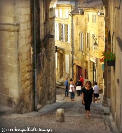 Saint-Emilion, FR street scene   ©Tom Palladio Images